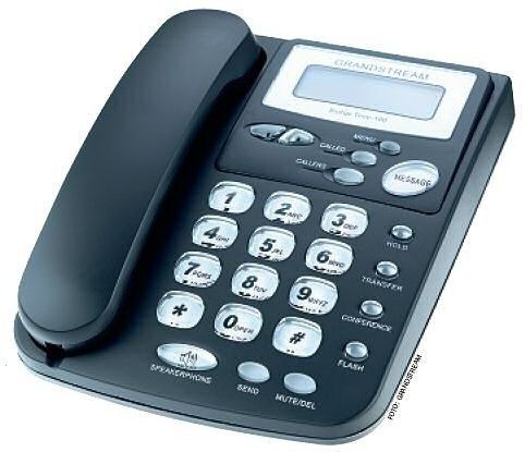 Mit dem IP-Telefon Budgetone 101 von Grandstream lässt sich auch ohne PC über das Internet telefonieren.