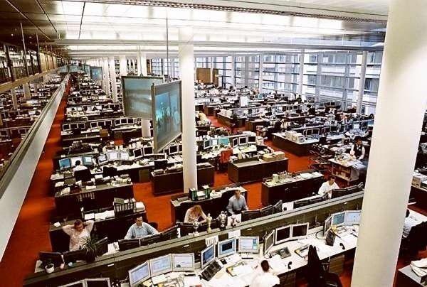 Die Anwender, hier im Händlersaal der Commerzbank, wünschen sich einen Schlüssel, der ihnen alle IT-Services öffnet.