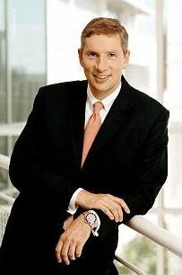 Die Rolex von Siemens-Chef Klaus Kleinfeld wurde auf dem einst offiziellen Foto später wegretuschiert.