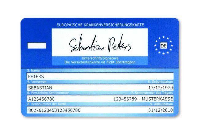 Rückseite: Unterschrift, EU-Emblem/Staatenkürzel, Kennnummer des Trägers, persönliche Kennnummer (Teil der Versichertennummer), Kennnummer der Karte. Hinzu kommen medizinische Funktionen/Anwendungen, die künftig im Chip gespeichert werden.