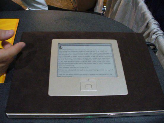 Sideshow bildet hardwareseitig einen Computer-im-Computer – hier ein Hilfs-Display im Deckel eines Notebooks. Auf Miniplatinen läuft Microsofts Tiny CLR, eine abgespeckte Version des .NET Compact Framework für Windows CE.