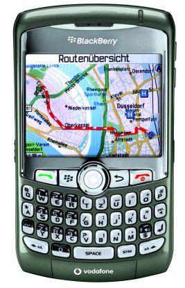 Der Blackberry Curve 8310 kann unterwegs dank eingebautem GPS-Empfänger auch als Navigationslösung genutzt werden.