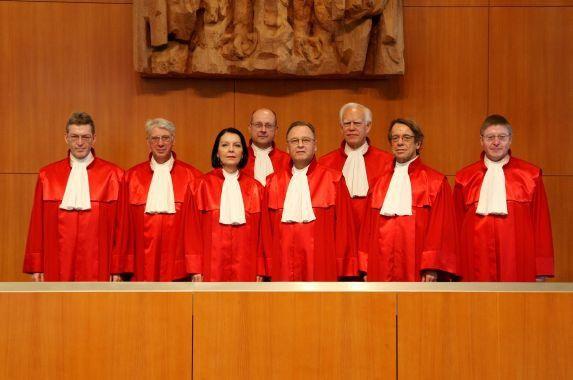 Der Erste Senat des Bundesverfassungsgerichts ins Karlsruhe