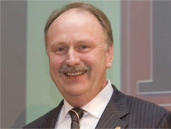 Ernst Raue, Mitglied im Vorstand der Deutschen Messe AG und verantwortlich für die CeBIT, hat gut lachen bei solch einem Tarifvertrag.