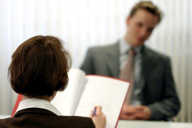 Wer seine besonderen Stärken kennt, kann danach potenzielle Arbeitgeber identifizieren und sich unabhängig von aktuellen Stellenangeboten vorstellen.