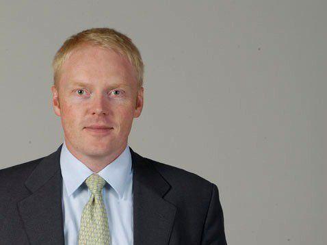 Peter Kreutter von der privaten Wirtschaftshochschule WHU in Vallendar: Wenn Konzerne selbst in wirtschaftlichen Schwierigkeiten sind, steht die strategische Portfolio-Bereinigung und damit die Trennung von Randaktivitäten stets ganz oben auf der To-Do-Liste.
