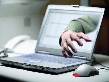 Der Datenklau in Unternehmen nimmt zu. Dabei droht Gefahr nicht nur von außen. Auch die eigenen Mitarbeiter können wertvolle Informationen entwenden.