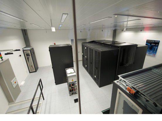 In dem etwa 70 Quadratmeter großen Forschungs-Data-Center arbeiten rund 180 Intel-basierende Server.