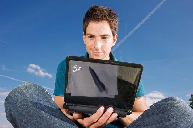 Surfen auf dem Tablet kann im Ausland ohne passenden Vertrag oder WLAN äußerst kostspielig werden.