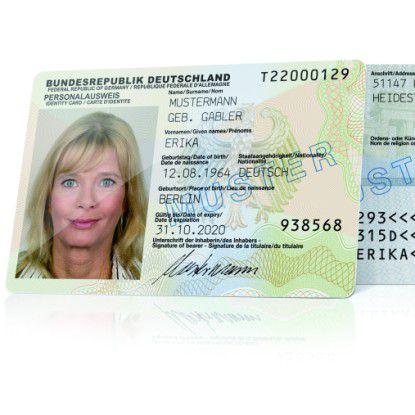 Der neue Personalausweis wird nur von einem Drittel mit Online-Funktion bestellt.