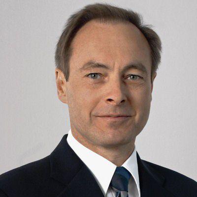 Karl-Erich Probst, seit 2006 CIO bei BMW, übergibt an Straub.