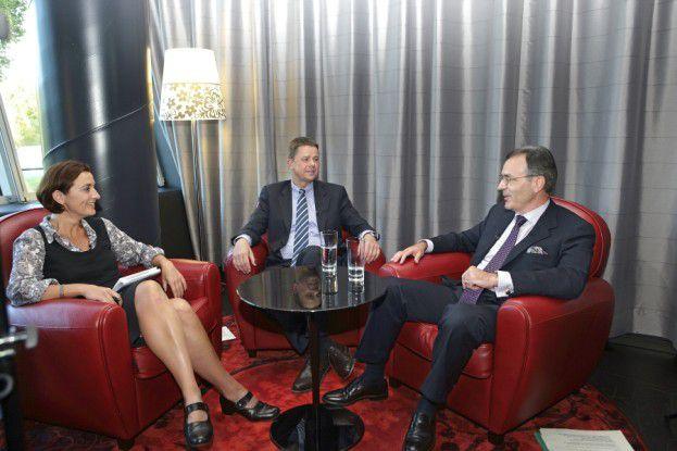 Langjährige Partner: Fraport-CIO Roland Krieg (r.) und T-Systems Geschäftsführer Dietmar Wendt im Gespräch mit CIO-Redakteurin Riem Sarsam.