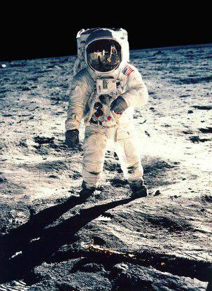 2 Stunden und 31 Minuten dauerte der erste Mondspaziergang am 21. Juli 1969.