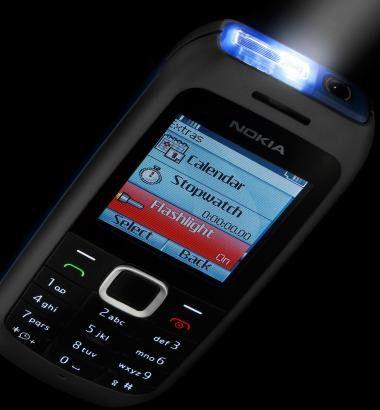 Wegweisend: Das Nokia 1616 kann auch als Taschenlampe verwendet werden.
