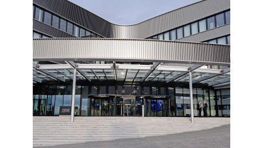 Eingang der Deutschland-Zentrale der IBM in Ehningen bei Stuttgart