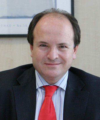 """""""Das Hybridmodell ist ein ideales Sprungbrett für Unternehmen, die fürchten, die Kontrolle zu verlieren oder jene, die einen sanften Übergang bevorzugen"""", sagt Francisco Marin Abreu, CEO von Optenet."""