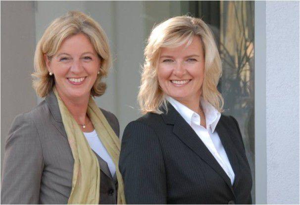 """Christina Tabernig (links)und Anke Quittschau von Korrekt: """"Kryptische Abkürzungen sind unhöflich."""""""