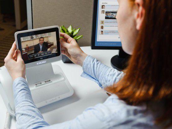 Das Cius bringt mit, was dem iPad fehlt: Funktionen zur Integration in der Unternehmens-IT. Im Bild wird der Cius mit Hilfe der Docking Station zum Tischtelefon.