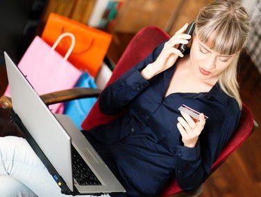Ähnlich wie bei Dienstwägen sollten Sie auch bei Firmenhandys genau auf die Nutzungsbedingungen achten.