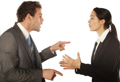 Wenn ein Streit zu sehr eskaliert, ist eine Kündigung nicht ausgeschlossen.
