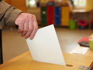 Bei Betriebsratswahlen müssen korrekte Wahlzeiten angegeben werden, damit die Wahl wirksam ist.