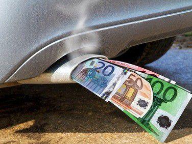 Jede Autowerbung muß Angaben zum Kraftstoffverbrauch des Fahrzeugs machen.