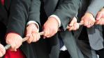 Klüngelei gefährdet den Erfolg: Teamarbeit - wichtig, aber keine Wunderwaffe - Foto: Maximilian Haupt, Fotolia.com