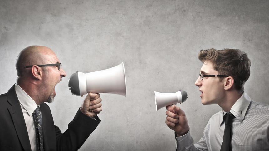 """Nach neueren Untersuchungen wächst der kommunikative Abstand zwischen """"Onlinern"""" und """"Offlinern"""" immer mehr - und öffnet Mißverständnissen Tür und Tor."""