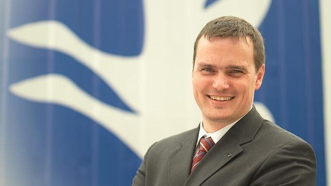 Jürgen Burger, CIO des Logistikunternehmens Hellmann, hat eine IT-Mitarbeiterin eingesetzt, die zwischen seiner und der Personalabteilung vermittelt.