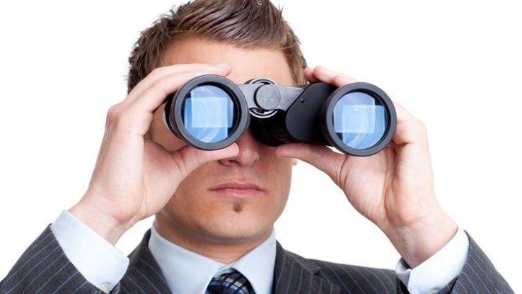Erfahrene Personaler suchen intern und extern nach geeigneten Kandidaten für Stellenbesetzungen.