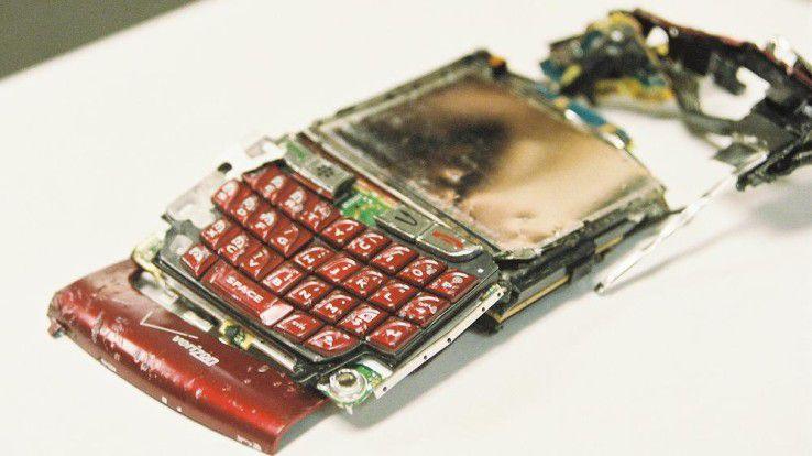 Manche Smartphones werden auch absichtlich beschädigt...