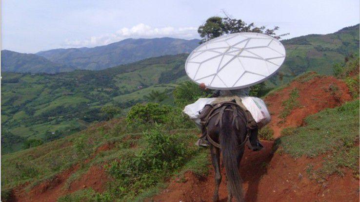 Das Equipement für die Internetverbindung muss manchmal mit dem Muli tranportiert werden.