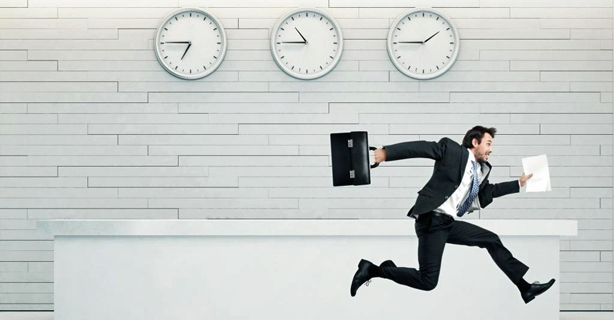 E-Mails und Meetings als große Zeitfresser: Tägliche Überstunden sind die Regel - Foto: kantver/Fotolia
