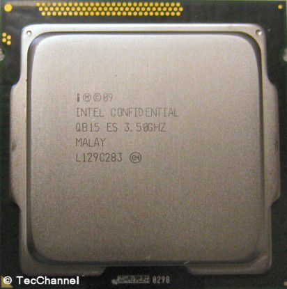 Core i7-2700K: Der Prozessor mit Sandy-Bridge-Architektur arbeitet mit 3,5 GHz Basistaktfrequenz. Im Turbo Mode werden es bis zu 3,9 GHz. Dem LGA1155-Modell stehen vier Kerne sowie 8 MByte L3-Cache zur Verfügung.