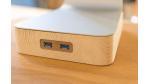 Gadget des Tages: woodster - Standfuß aus Holz mit USB 3.0 für iMac und Thunderbolt Display - Foto: Holzgefuel