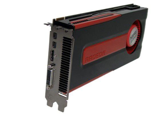 Auch die AMD Radeon HD 7870 kann mit vielen Anschlüssen aufwarten: zwei Mal Mini-Displayport, einmal HDMI und DVI.