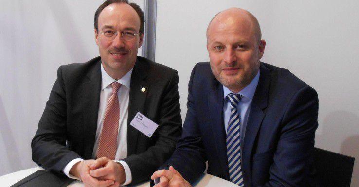 Heiko Meyer (links) zusammen mit Jochen Erlach, dem Chef der für PCs und Printer zuständigen Hewlett-Packard GmbH
