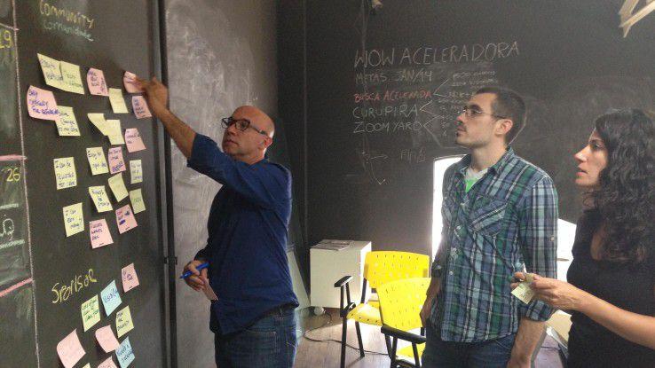 Von Palo Alto ins brasilianische Porto Alegre: SAP-Managerin Nadine Ebert (rechts) entwarf mit Kollegen aus Irland und Bulgarien eine Crowdsourcing-Plattform, die brasilianischen Startups zugutekommt.