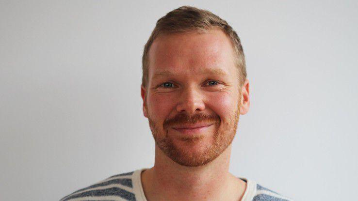 Jost Künzel arbeitet seit fünf Jahren bei Innogames und ist froh, in dem festen Job eine bessere Balance zwischen Beruf und Privatleben gefunden zu haben.