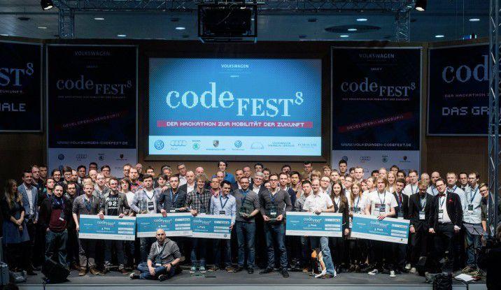 Das Finale des vom VW-Konzern initiierten Programmierwettbewerbs Codefest fand auf der CeBIT 2015 statt.