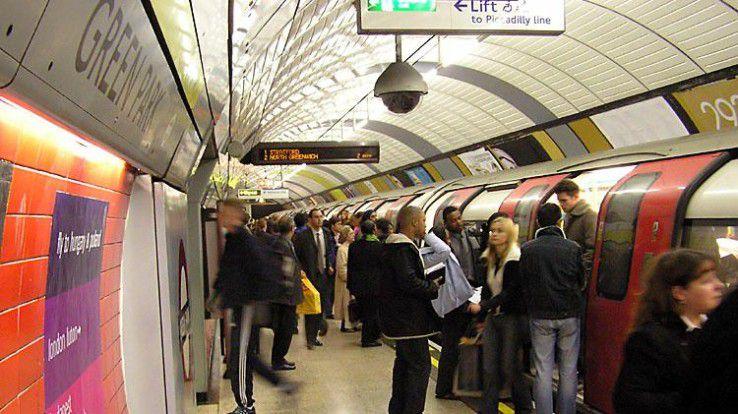 Die Londoner Verkehrsbetriebe nutzen bereits Population Analytics um die Menschenmassen nach Großveranstaltungen intelligent aufzulösen.