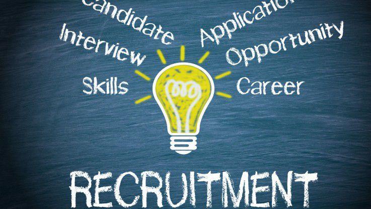 Beim Recruiting von IT-Spezialisten sollen auch Mitarbeiter in sozialen und beruflichen Netzwerken für das Unternehmen werben.