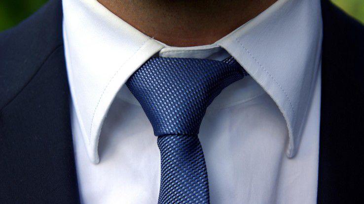 """Kontern Sie, wenn Sie abgeblitzt wurden: Mit dem so genannten """"Krawatten-Blick"""" lassen sich auch dominante Männer schnell verunsichern."""