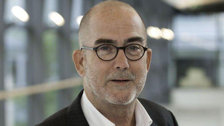 """Tim Cole beschreibt in seinem Buch """"Digitale Transformation"""", warum die deutsche Wirtschaft """"gerade die digitale Zukunft verschläft und was jetzt getan werden muss""""."""