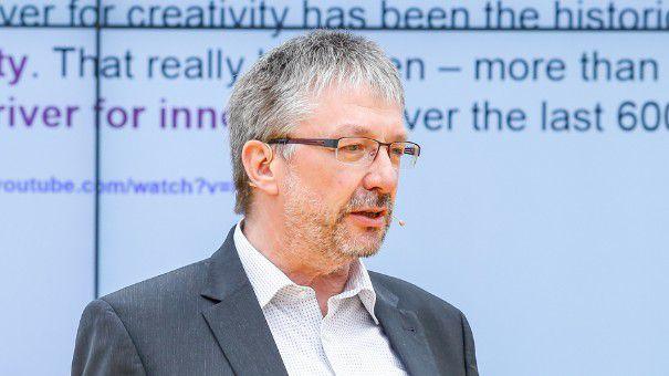 Georg Oenbrink verantwortet bei Evonik innerhalb des Bereiches Corporate Innovation die Abteilung Innovations Network & Communication.