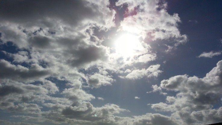 Damit in der Zusammenarbeit mit einem Cloud-Dienstleister keine dunklen Wolken aufziehen, sollten Unternehmen einen genauen Blick in das Service Level Agreement werfen und sich nicht scheuen, Änderungswünsche anzubringen.