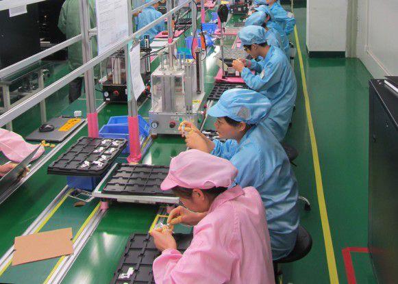 ertigungsstaße von Hi-P bei der Produktion des Fairphone 2.