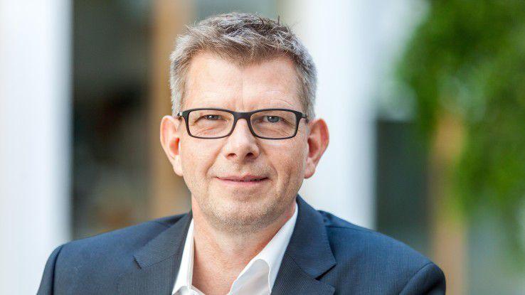 """In einer fremdenfeindlichen und gewaltätigen Atmosphäre werden es Unternehmen sehr schwer haben, die international gefragten Spezialisten zu gewinnen"""", warnt Bitkom-Präsident Thorsten Dirks."""
