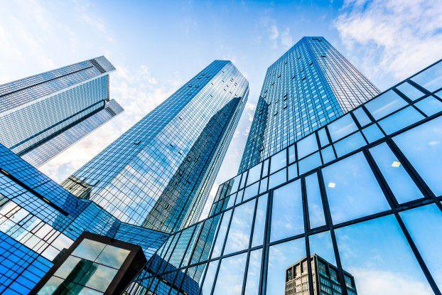 Die Unruhe in der Deutschen Bank (im Bild die Frankfurter Zentrale) war in den vergangenen Jahren erheblich. Der neue Vorstandssprecher John Cryan will nun in Sachen Digitalisierung Fahrt aufnehmen.