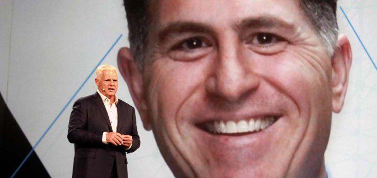 Der ausgeschiedene EMC-Chef Joe Tucci übergibt an Michael Dell - auf der EMC World 2016.